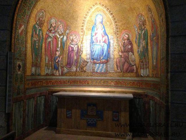 Силуэт Марии в Иерусалиме