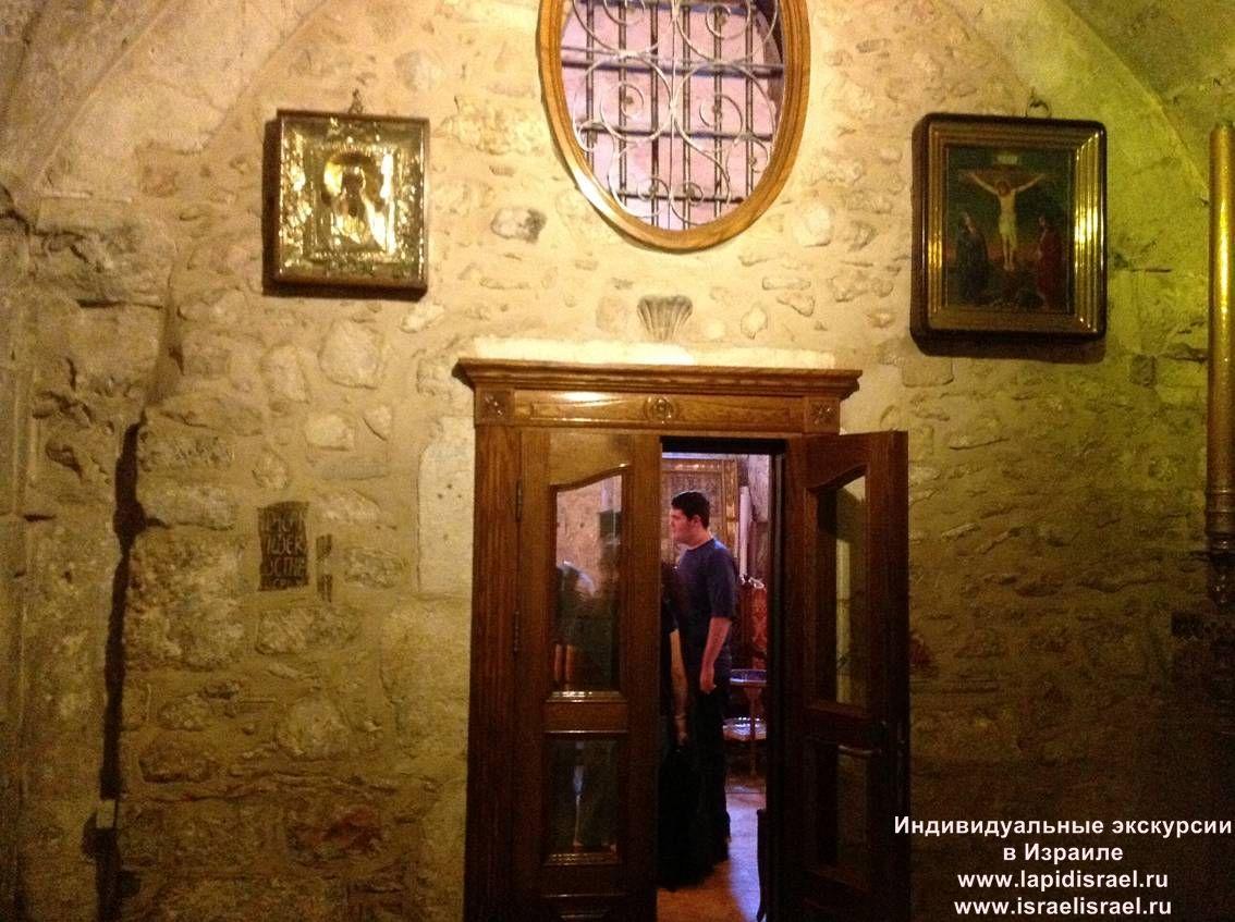 Греко православная церковь в храме воскресения в Иерусалиме