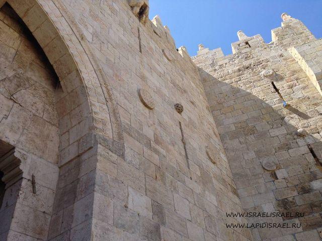 Бойницы на Дамасских воротах Иерусалима