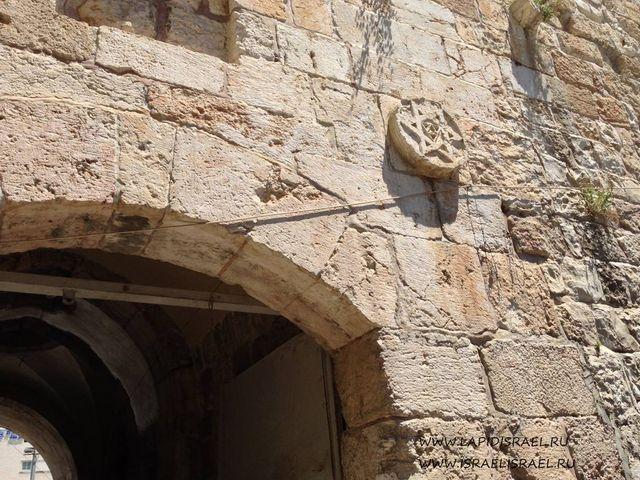 Зайти церез цветочные ворота в Иерусалим