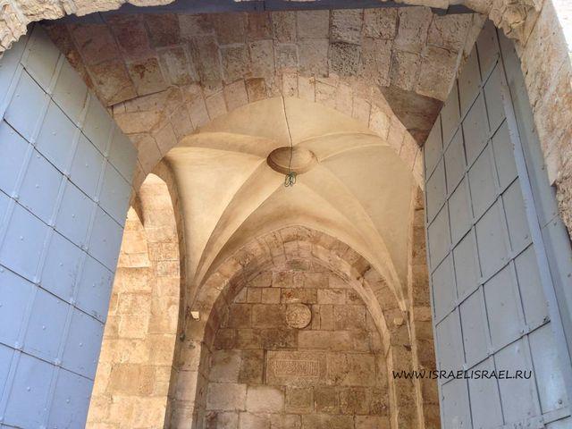 Яффские воротасмотрят на запад