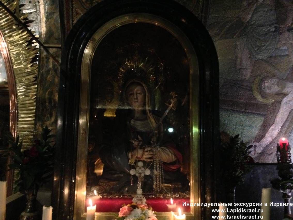 Сняти с распятия Тринадцатая остановка крёстного пути Виа Долороса становление креста
