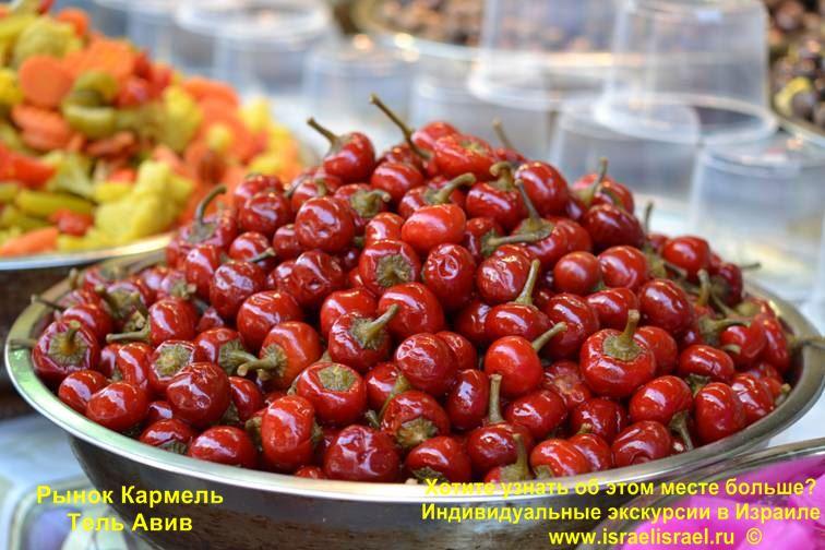 Только израильские овощи на рынке Кармель в Тель Авиве